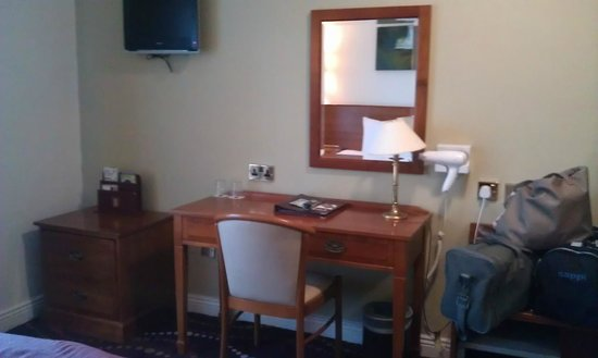 Arlington Hotel O'Connell Bridge: Dressing table