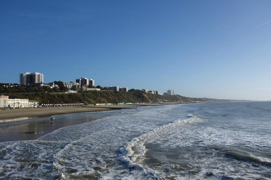 Bournemouth Beach : Glorious sunshine at Bournemouth in February