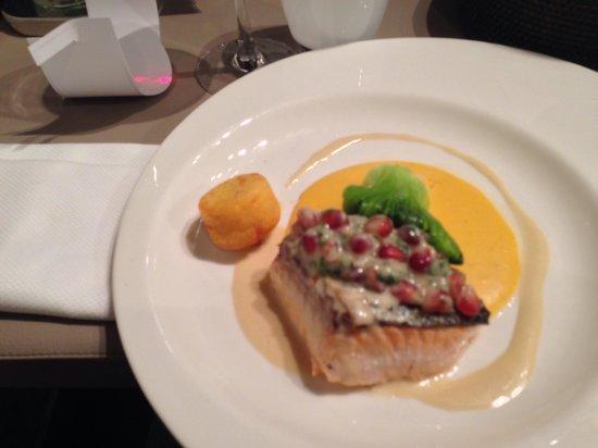 Restaurant Monsieur Jean : Saumon mi-cuit, crème de butternuts, grenade
