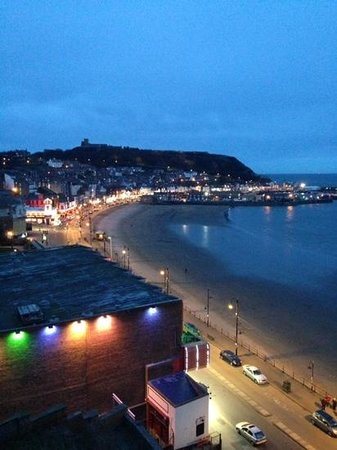 Grand Hotel Scarborough: night view from terrace