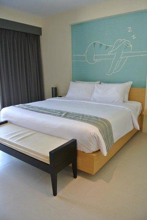 Tiras Patong Beach Hotel: ベッド