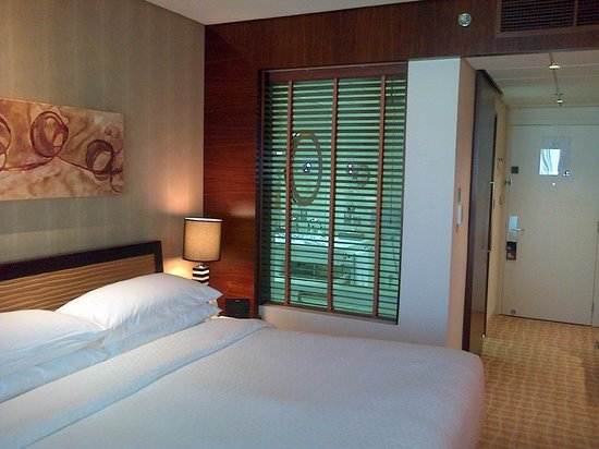 Four Points by Sheraton Bur Dubai: Room