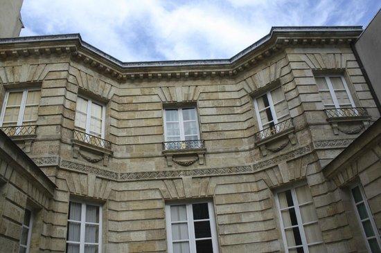 Petit Hotel Labottiere : Beautiful historic building