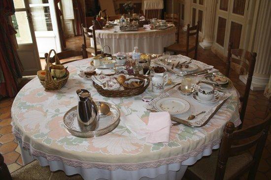 Petit Hotel Labottiere : The breakfast will astound you!!