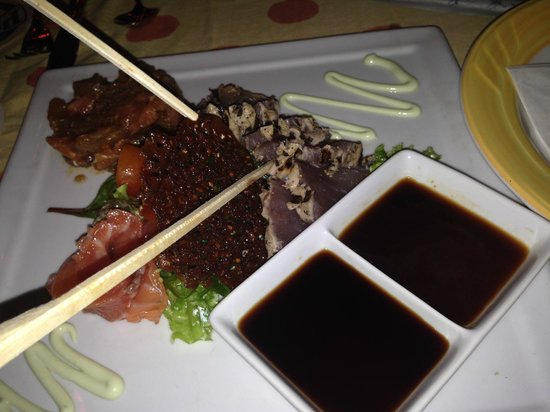 Que Pasa Restaurant Bar & Art Gallery: Sushi appetizer - AWESOME!