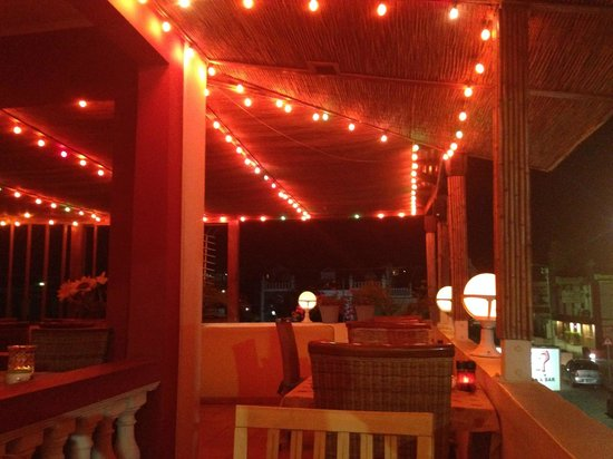 Que Pasa Restaurant Bar & Art Gallery: Upstairs patio view from our seat