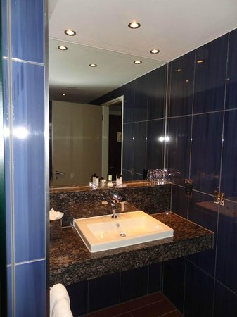 Brooklands Hotel: Bathroom