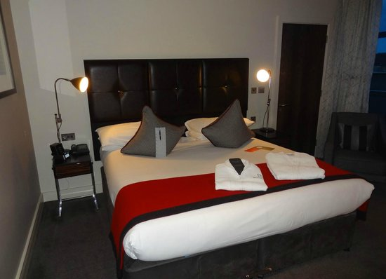 Brooklands Hotel: Bed