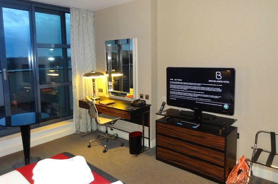 Brooklands Hotel: Room entertainment suite