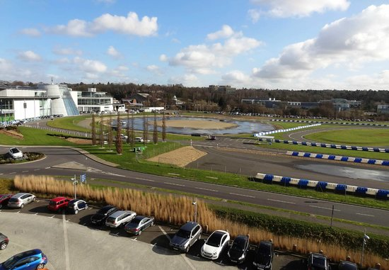 Brooklands Hotel: View from room 408 over Mercedes World and Brooklands Museum