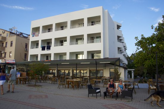 Rosary Beach Hotel: front of hotel