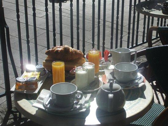 Hotel du Trinquet : petit-déjeuner pour les clients de l'hotel ou le passage
