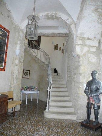 Chateau de Murviel : Escalier qui va vers les salon communs