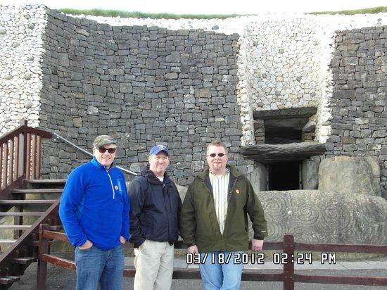 Bru na Boinne : Newgrange Tomb entrance