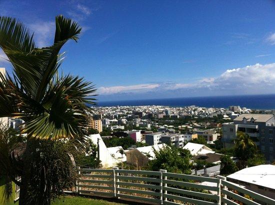 Mercure Creolia Saint-Denis La Reunion: saint denis et l ocean indien vue de la piscine