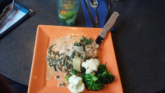 Boatyard Pizzeria & Grill: Lemon chicken picatta with capers