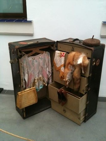 Automobile and Fashion Museum: Nos vamos de viaje? ya tengo la maleta...