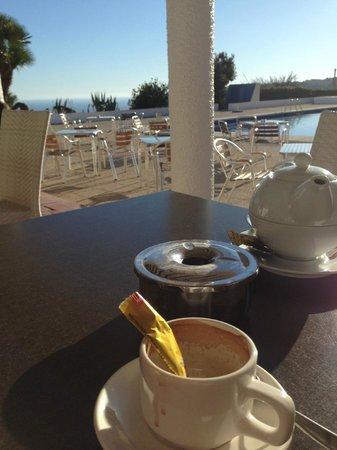 Restaurante La Cumbre: Terraza exterior, perfecta para tomar café.