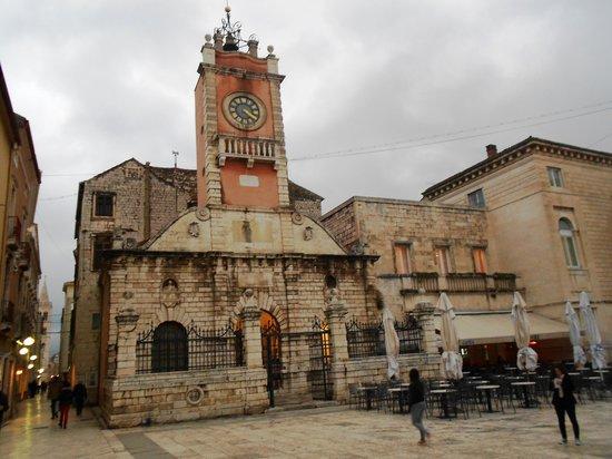 Hotel Bastion: La piazza del Comune