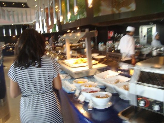 Ramada Plaza Bangkok Menam Riverside: dining view