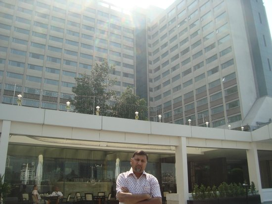 Ramada Plaza Bangkok Menam Riverside: the majestic building