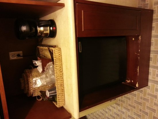 Maui Sands Resort & Indoor Waterpark: Fridge Kitchenette