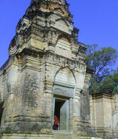 La tour centrale du temple Prasat Kravan
