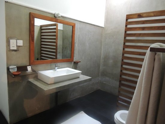 Camellia Resort and Spa : salle d'eau