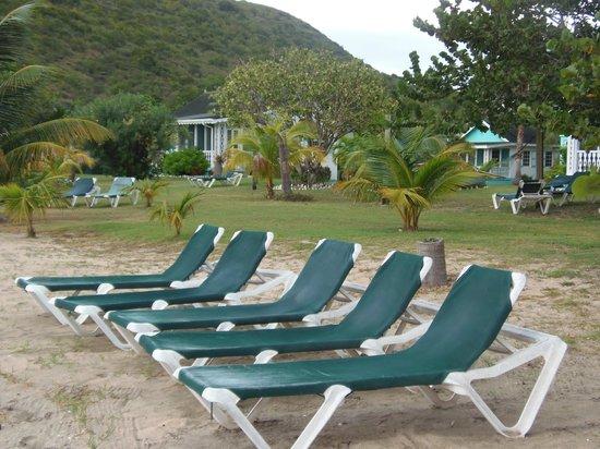 Oualie Beach Resort : Beach chairs