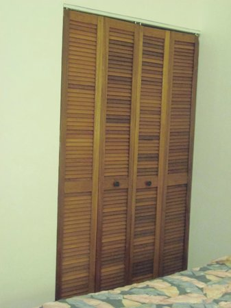 Oualie Beach Resort: Closet