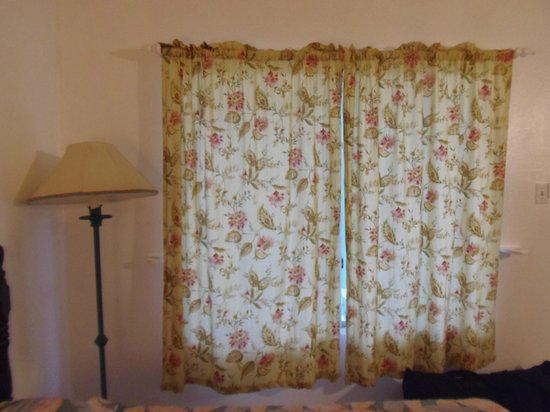 Oualie Beach Resort: Curtains