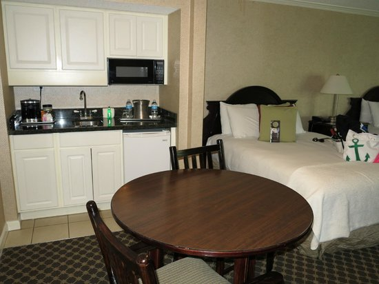 Omni Hilton Head Oceanfront Resort : Kitchenette