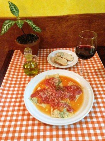 Trattoria y Pizzeria Ciao Italia: Ravioles de carne.