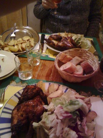 Chez Ma Cousine : Half chicken with provence potatoes and fresh salad :)