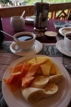 Sun Top Inn: Petit-déjeuner à l'hôtel