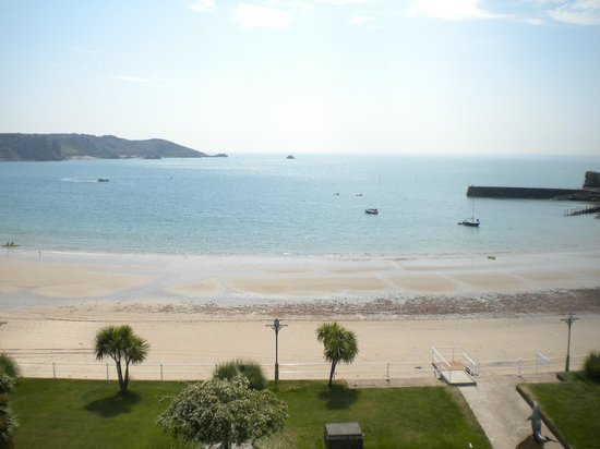 St. Brelades Bay Hotel: on the beach