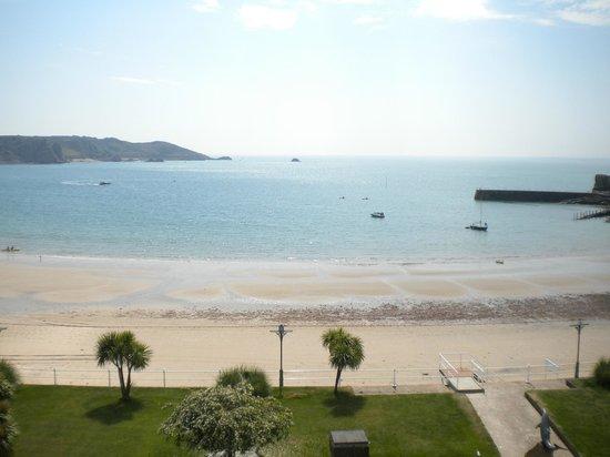 St. Brelades Bay Hotel: on the beach