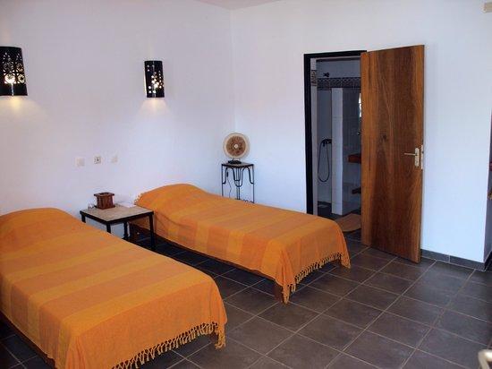 chambre avec deux lits picture of hotel villa des pecheurs cap skiring tripadvisor. Black Bedroom Furniture Sets. Home Design Ideas