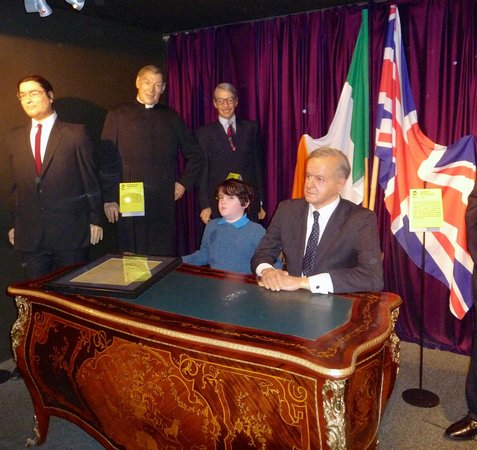 The National Wax Museum Plus : singing of treaty
