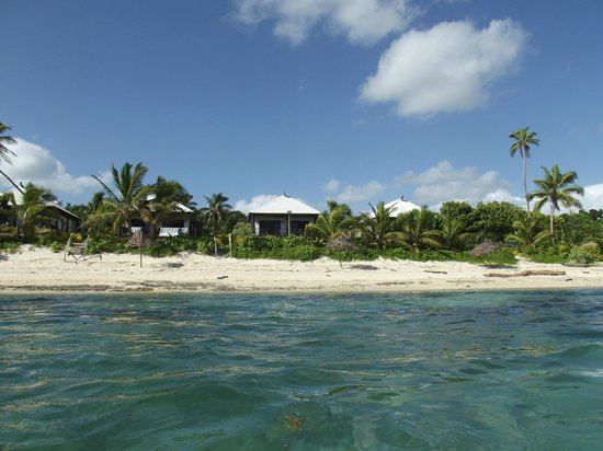 Namuka Bay Lagoon Resort: Villa view from the water
