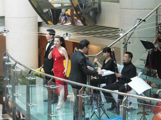 The Westin Bund Center: Amazing singers...