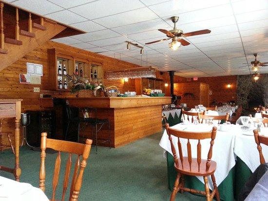 North Ridge Inn: cozy charm log restaurant