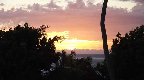 Namuka Bay Lagoon Resort: Sunset View from Villa