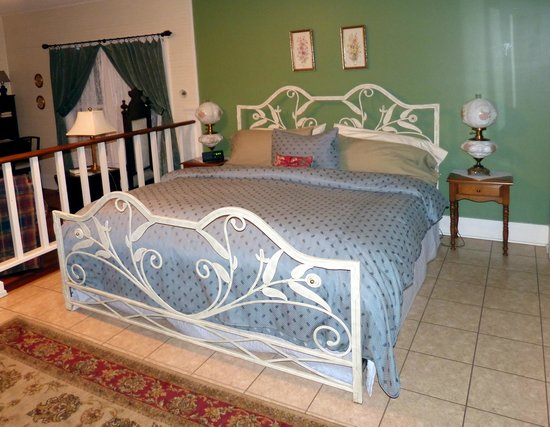 Inn at Folkston : Bett der English Garden Suite