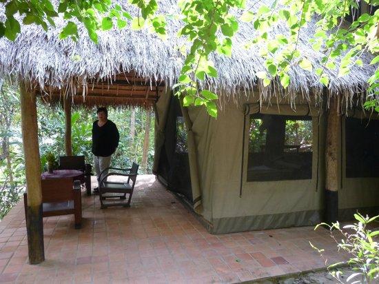 Kamu Lodge : chambre de l'extérieur