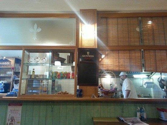 L'Oste in Piazza : Locale semplice ed accogliente. Ottimo la cucina in super vista!!