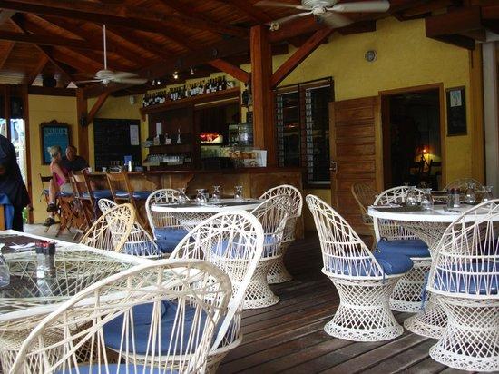 Maya Beach Hotel: Open air dining room
