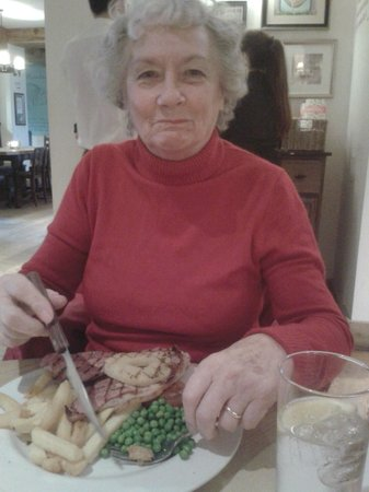 The Empress of Blandings: Mum with gammon,pineapple and chips.