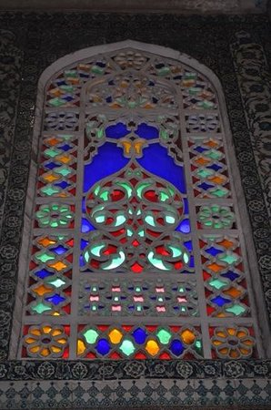 Mezquita Azul: stained glass window
