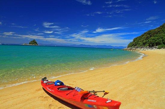 Awatea Tasman Bay : A beautiful bay along the Abel Tasman trails.